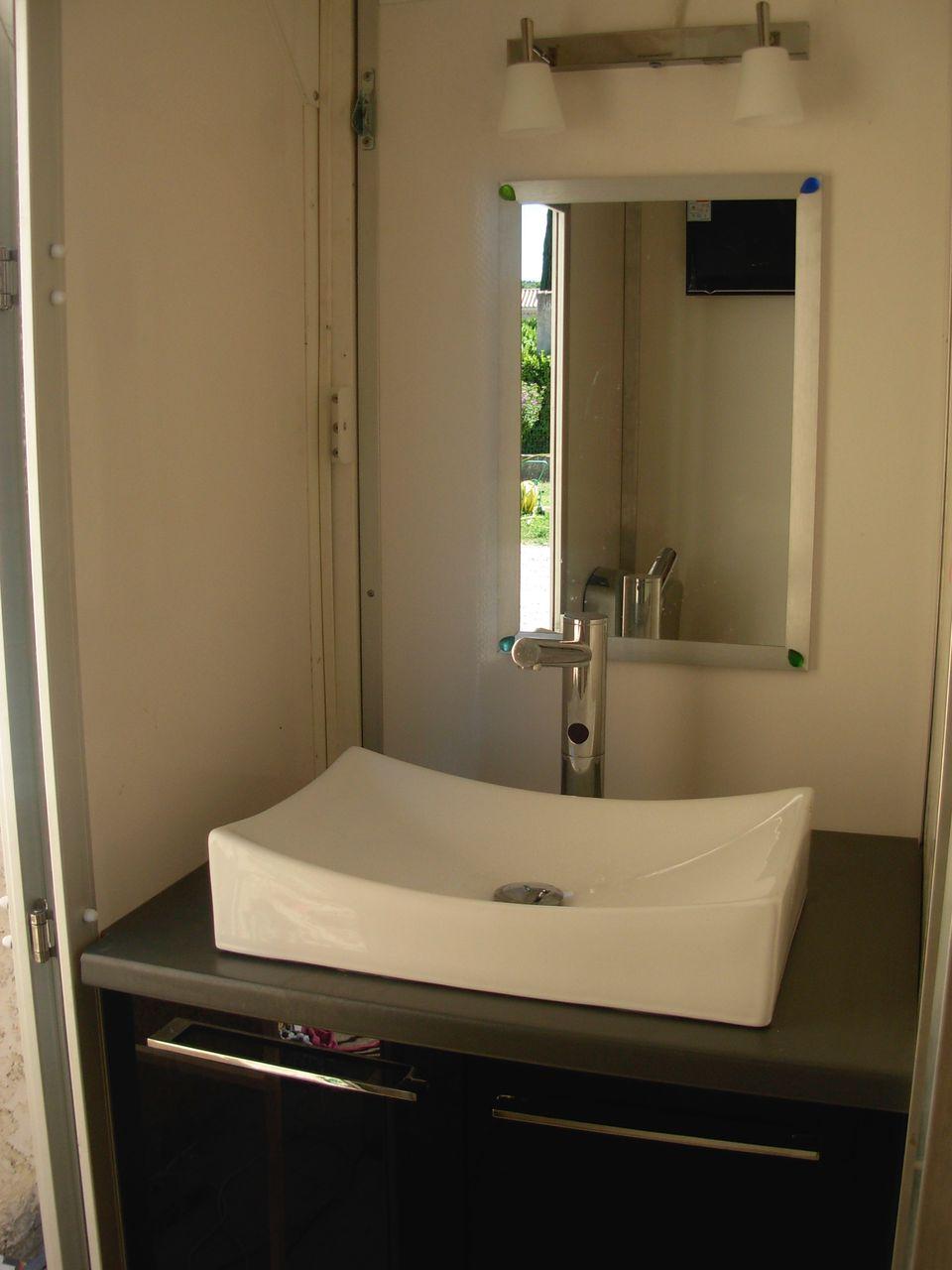 Lavabo homme caravane bio sanitaire location - Wc chimique caravane ...