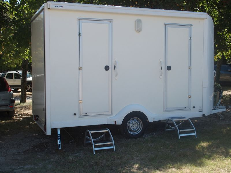 bungalow wc vaucluse bio sanitaire location. Black Bedroom Furniture Sets. Home Design Ideas